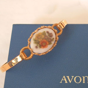 Avon Vintage Retro 1975 French Flowers Bracelet